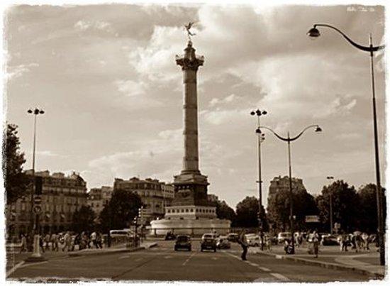 Place de la Bastille : Paris respira História. Também!