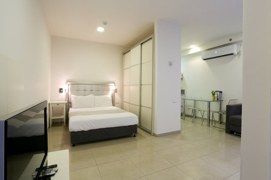 Sea Land: Large Studio Room with a seperate sleeping area