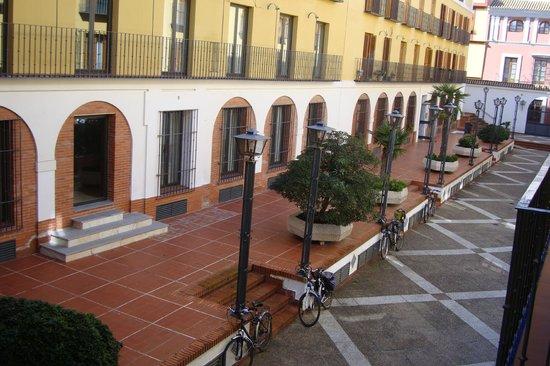 Hotel Rey Alfonso X: Вид из окна во внутренний двор.