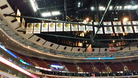 United Center : Many banners