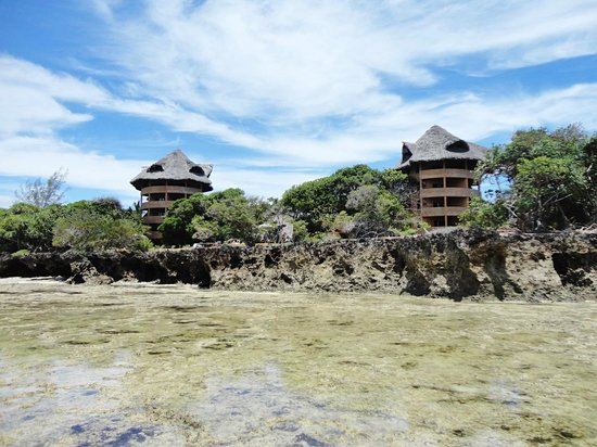 The Sands At Chale Island : Two towers