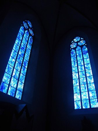 Katholische Pfarrkirche St. Stephan: Stained glass