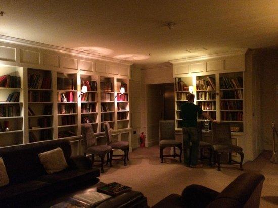 Lough Eske Castle, a Solis Hotel & Spa: Library