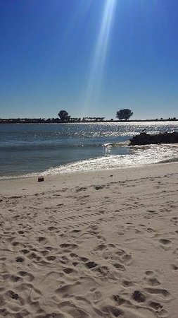 DreamView Beachfront Hotel & Resort: Beach