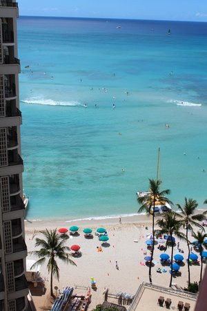 Outrigger Waikiki Beach Resort : Our view every morning!!