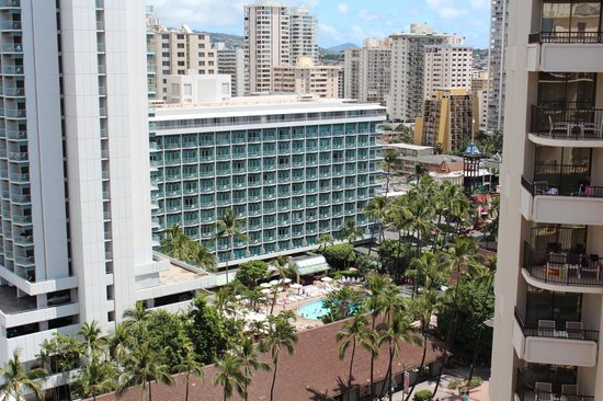 Outrigger Waikiki Beach Resort : View in the opposite direction of the beach.  Also very nice!