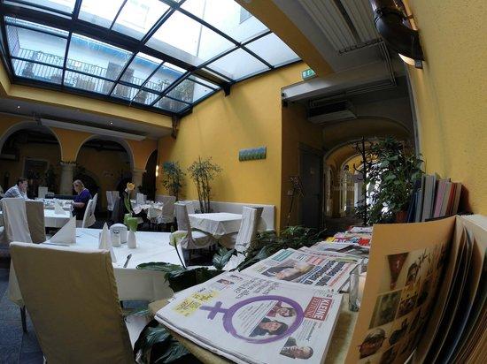 Hotel Zum Dom: Breakfasat