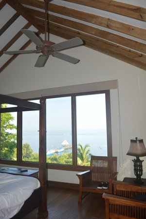 Mayoka Boutique Hotel : Love the woodwork, fans etc. AMazing view of the water!