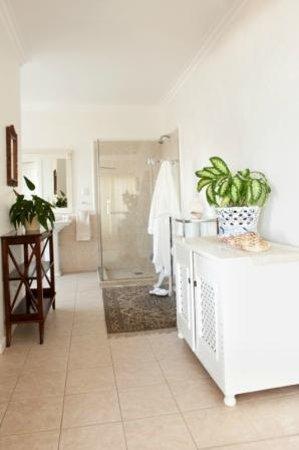"Fairlight Beach House: ""Louise room"" full bathroom en suite"