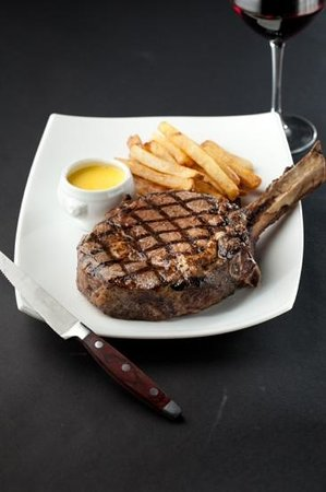 Estreia Restaurant: The Cowboy Steak
