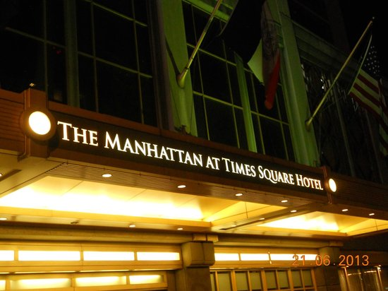 The Manhattan at Times Square Hotel: The Entrance
