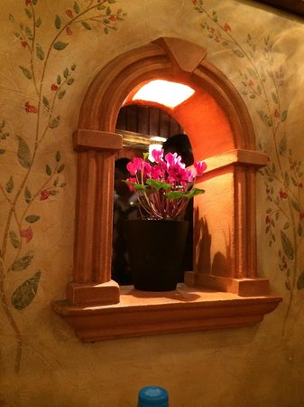 House of Medusa : Flowers in the dining room