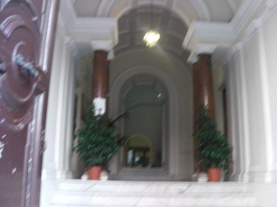 Selene Style Hotel: a entrada do Hotel. Diferente, discreta, mas não se engane, vale o que está lá dentro.