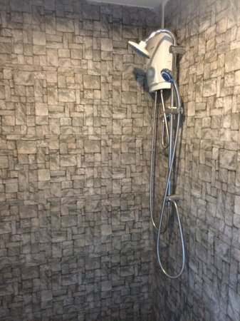 Limburi Hometel: Shower