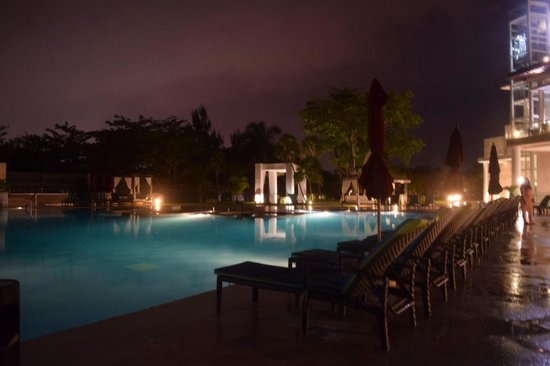 Azul Beach Resort The Fives Playa Del Carmen: Pool area at night