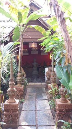 Golden Temple Villa: Nicely designed hotel resort