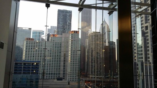 Embassy Suites by Hilton Chicago Downtown Magnificent Mile: view from elevator lobby