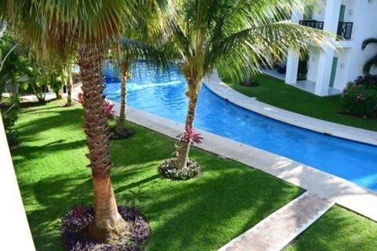 Azul Beach Resort The Fives Playa Del Carmen: Beautiful grounds