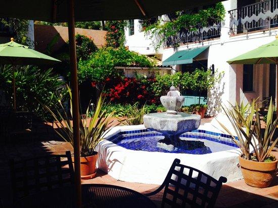 Spanish Garden Inn: Beautiful courtyard