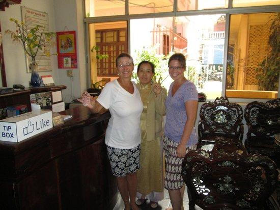 Phuong Hoang - Phoenix Hotel : MRS MOON AND HAPPY GUESTS