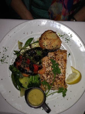 Grecos Grill & Wine Bar : Grilled Salmon with grilled vegetables and Greek potato