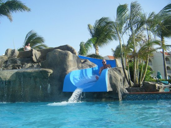 La Cabana Beach Resort & Casino: Water slide at the pool