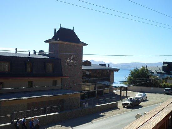 Alma del Lago Suites & Spa: hotel desde en frente