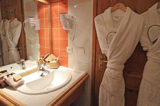 Les Monts Charvin : salle de bain