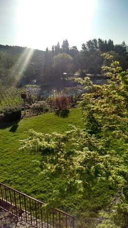 Wine Country Inn & Cottages: breakfast patio view