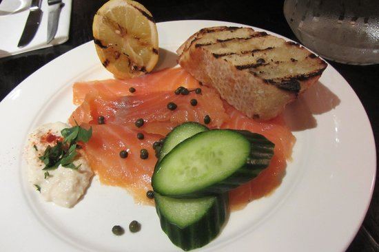River Bar Steakhouse & Grill : Smoked salmon starter