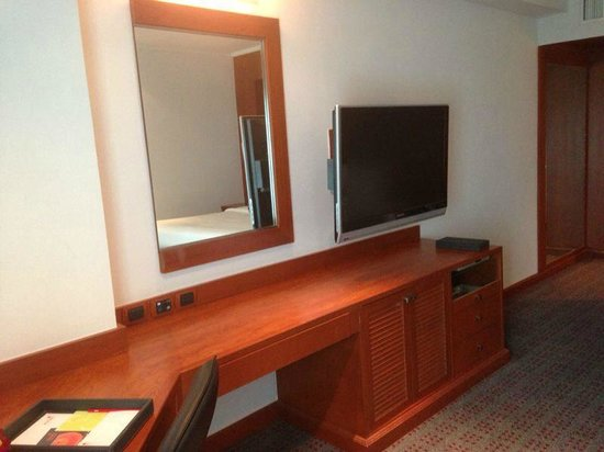 Amari Watergate Bangkok: Flat Screen TV