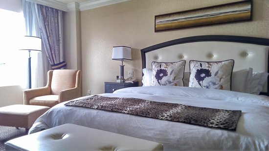 Le St-Martin Hotel Particulier Montreal : King size bed