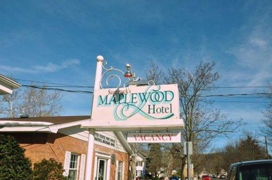 Maplewood Hotel: outdoor sign