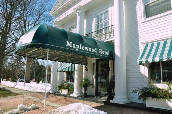 Maplewood Hotel: front entrace/doorway awning