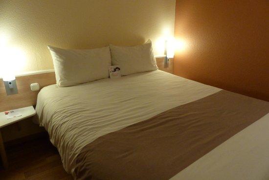 Ibis Budapest Centrum: Bed at Ibis