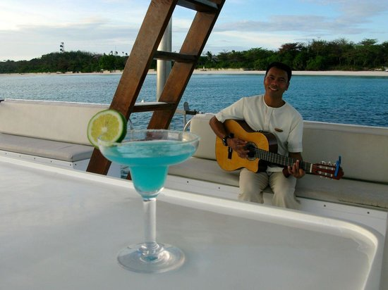 Amanpulo: Private serenaded sunset cruise