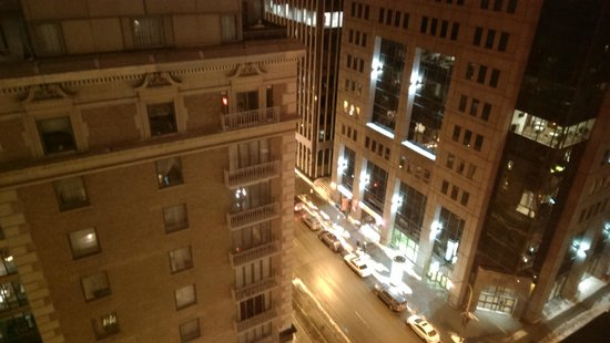 Le St-Martin Hotel Particulier Montreal: View at night, room 1501