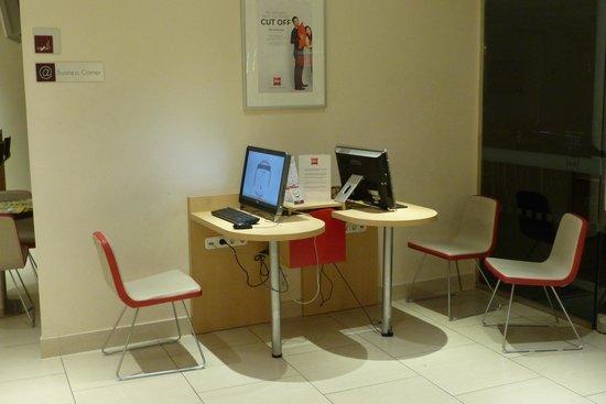 Ibis Budapest Centrum: Lobby computers