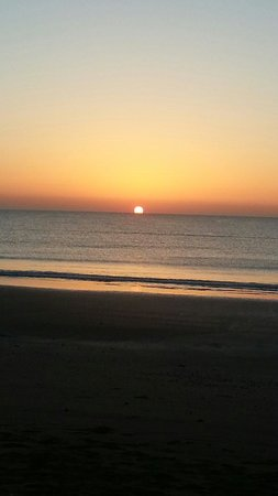 Hilton Fujairah Resort: Sunrise at hilton beach