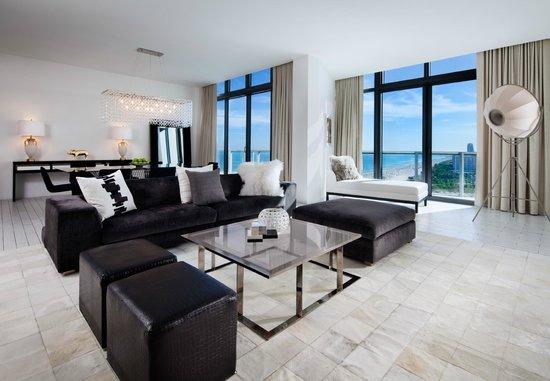 W South Beach E Wow Suite Living Room