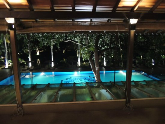 Cinnamon Lodge Habarana : Pool am Abend
