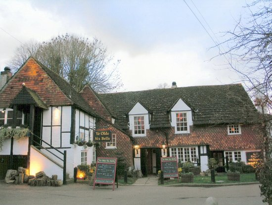 Yew Tree Guest House : Six Bells Pub Horley