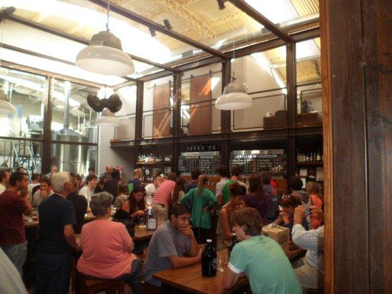 Cervecería Antares: Bar de la fábrica