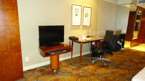AG New World Manila Bay Hotel: TV set and working desk.
