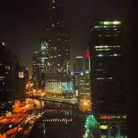 Sheraton Grand Chicago : Night view from our room