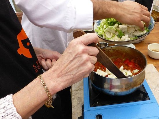 Spice Monkey Cookery School: The tomato and cauliflower dish we made