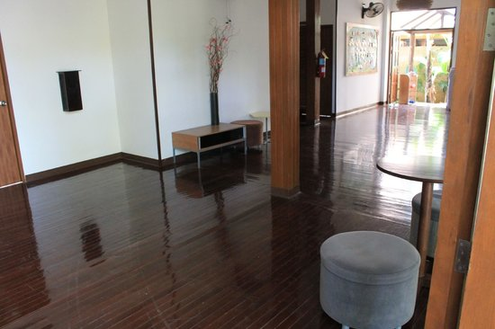 Eco Resort Chiang Mai: Those lovely, immaculate wood floors.