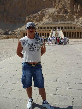 Templo funerario de Hatshepsut en Deir el Bahari: Площадь перед храмом
