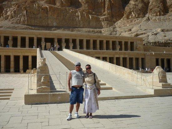 Templo funerario de Hatshepsut en Deir el Bahari: Лестница к храму