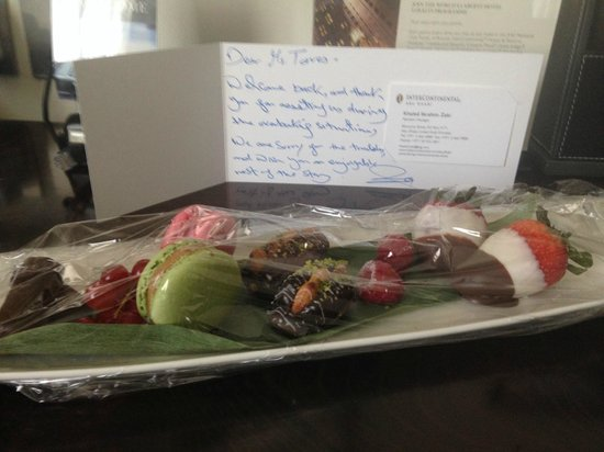 InterContinental Abu Dhabi: Gifts and apology card from hotel staff